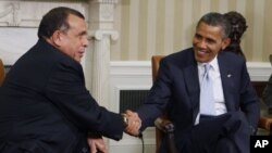 President Barack Obama meets with Honduras President Porfirio Lobo in the Oval Office of the White House in Washington, Oct. 5, 2011