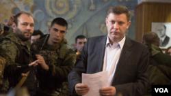 Aleksandar Zakarčenko pro ruski separatistički lider koji vodi na izborima u Donjecku, 3. novembar, 2014.