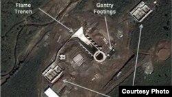 미국의 북한 전문 웹사이트 '38노스'가 공개한 북한 무수단리 발사대 건설현장의 지난달 29일 위성사진. 공사가 중단된 것으로 보인다.