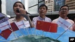 9일 일본 영사관 앞에서 시위하는 홍콩 시민들.