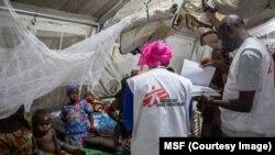 Dr. Dorian Job, le manager du programme de MSF, dans un centre de soin au Niger, sur une photo publiée le 30 septembre 2018. (MSF)