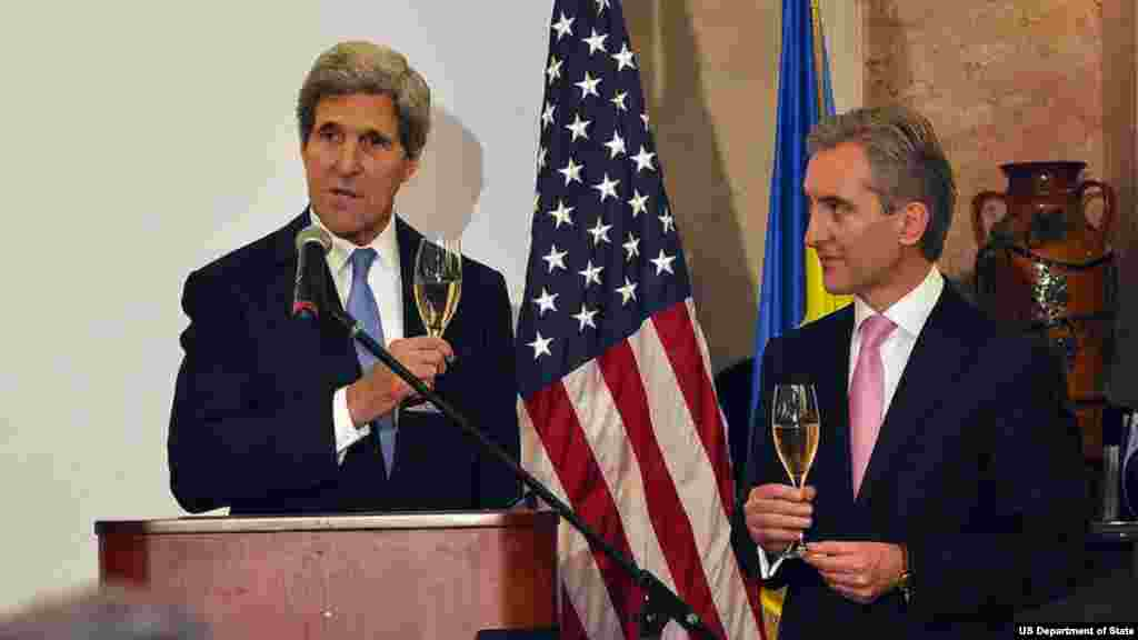 U.S. Secretary of State John Kerry and Moldovan Prime Minister Lurie Leanca toast to the U.S.-Moldova partnership and to 'a new spring of prosperity and opportunity' in Chisinau, Moldova, on December 4, 2013.
