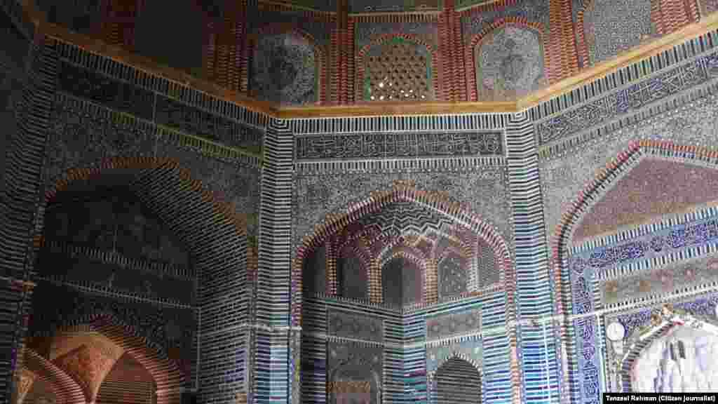 مغل دور میں تعمیر کی گئی شاہجہان مسجد کا فن تعمیر میں ایک الگ مقام ہے