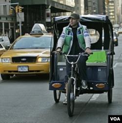 Penarik becak di kota New York, Amerika Serikat (foto: dok).