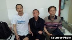 李旺陽(左)