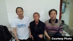 李旺阳(左)