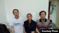 湖南民運人士李旺陽(左)(資料照片)