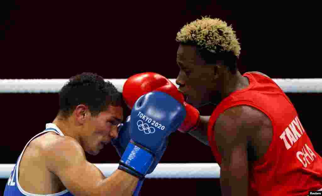 Samuel Takyi of Ghana in action against Ceiber Avila of Colombiain theMen's Featherweight - Quarterfinal. REUTERS/Yara Nardi