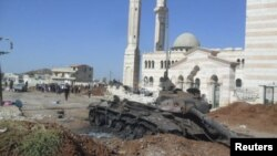 ລົດຖັງຂອງຝ່າຍລັດຖະບານ ທີ່ຖືກທໍາລາຍ ແລະປະຖິ້ມໄວ້ ໃນເມືອງ Azzaz ແຂວງ Aleppo.