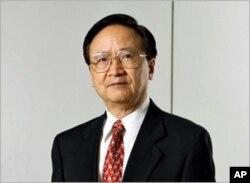 台灣政治大學教授殷乃平