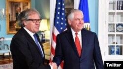 El secretario de Estado Rex Tillerson recibió al secretario general de la OEA, Luis Almagro el viernes 13 de octubre. Los líderes hicieron un llamado por elecciones justas en Venezuela, donde el domingo 15 de octubre se eligen gobernadores. Foto: Departamento de Estado.