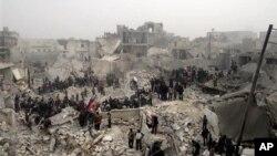 19일 시리아 알레포에서 정부군의 공격으로 무너진 건물.