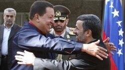 محمود احمدی نژاد و هوگو چاوز، رییس جمهوری ونزوئلا. وابسته نظامی اسراییل در شیلی گفته است که اسراییل از «نفوذ رو به گسترش» ایران در ونزوئلا نگران است