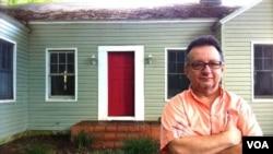 """""""Mi nuevo hogar, por el momento"""", es la foto que publicó Emilio Palacio en su página web."""