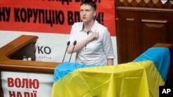 Надежда Савченко на трибуне Верховной Рады. Украина, Киев, 31 мая 2016.