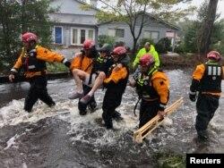 Спасатели из Нью-Йорка в Ривер-Бенде, Северная Каролина