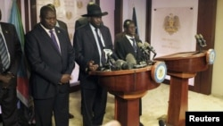 South Sudan President Salva Kiir, center, flanked by former rebel leader Riek Machar, left, and other government officials, addresses a news conference at the Presidential State House in Juba, South Sudan, July 8, 2016.
