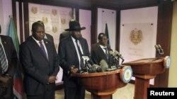 Predsednik Južnog Sudana Salva Kir i bivši lider pobunjenika Rejka Mačar govore na konferenciji za novinare u Džubi