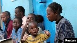 Wagonjwa wakiwa katika foleni kusubiri kupatiwa huduma kwenye kliniki ya Blue House jijini Nairobi.