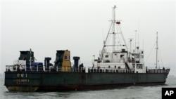 2006년 불법 무기 수출과 관련하여 홍콩항에 억류된 북한 선박. (자료사진)