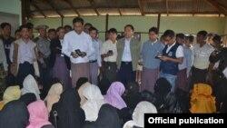 ေမာင္ေတာၿမိဳ႕နယ္ ဒူးခ်ီးရားတန္းရြာ အၾကမ္းဖက္မႈ ေကာ္မရွင္သြားေရာက္စစ္ေဆးစဥ္ (ဓာတ္ပံု - MOI Webportal Myanmar)
