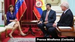 La canciller de Colombia, María Ángela Holguín fue recibida por el presidente Nicolás Maduro en el Palacio de Miraflores luego de culminar la reunión de la comisión binacional.