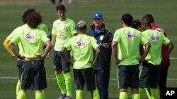 """""""Cada uno de nosotros vamos a jugar un poco de Neymar por todo lo que él ha hecho por nosotros"""", dijo Scolari."""