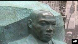 民权领袖马.路德.金雕像