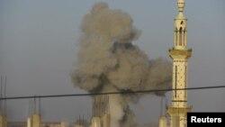 11月4日敘利亞政府空軍向起義軍佔領的德拉市發射導彈