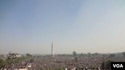 خادم حسین رضوی کی نمازِ جنازہ میں ہزاروں افراد شریک