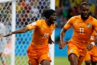 Ivory Coast's Gervinho (L) celebrates with teammate Didier Drogba after scoring a goal during their 2014 World Cup Group C soccer match against Japan at the Pernambuco arena in Recife June 14, 2014. REUTERS/Yves Herman
