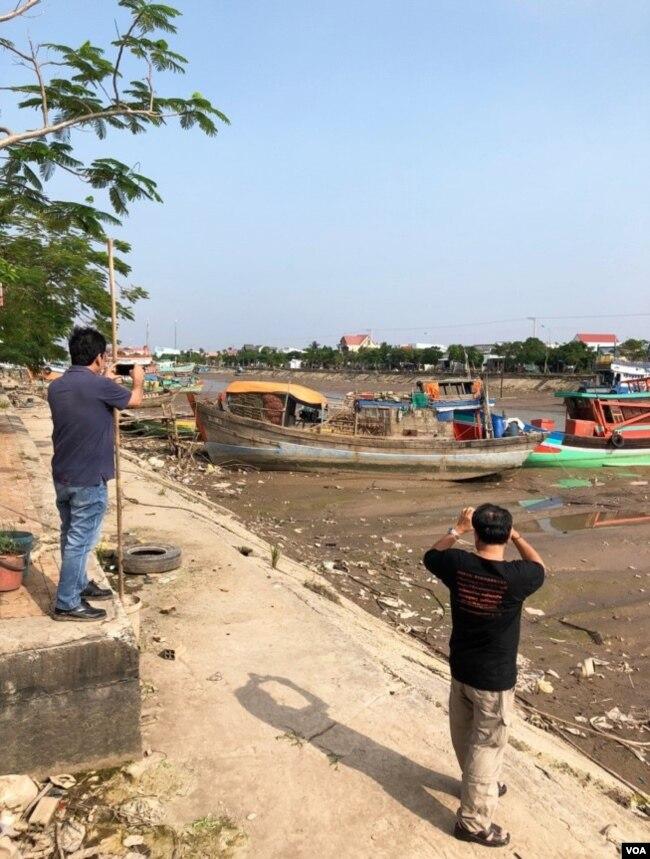 Ở những nơi dòng sông không chảy, ĐBSCL dày đặc ô nhiễm và sinh cảnh thì đang chết dần. [photo by Ngô Thế Vinh 12.2017]