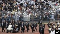 Papa Franja u pratnji obezbeđenja dolazi na misu u Moreliju, Meksiko 16. februar 2016.