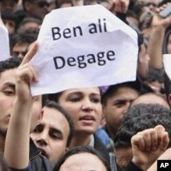 Nouveau cabinet tunisien: des indépendants remplacent les caciques de Ben Ali
