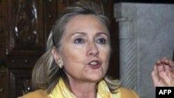 Clinton: 'Kaddafi'nin Kalması Bölgede Sorun Çıkarır'