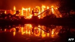 Kuća izgorela u Redingu, Kaliforniji