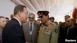 بان کې مون د پاکستان پوځ مشر جنرل اشفاق پرویز کیاني سره هم لیده کاته کړې دي