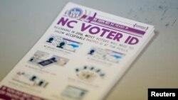 Tờ rơi chính phủ Mỹ giải thích về thẻ căn cước của cử tri.