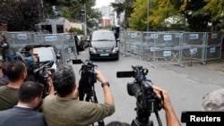 Diplomatik nişanlı maşın İstanbulda Səudiyyə Ərəbistanın konsulluğunu tərk edir