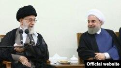 Le Guide suprême de la République islamique d'Iran, Ali Khamenei, et le président iranien Hassan Rouhani