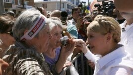 Former Ukrainian prime minister and current presidential candidate Yulia Tymoshenko (R) meets supporters during her election campaign in the city of Konotop May 21, 2014. Campaigning for Ukraine's presidential election, Tymoshenko says she alone can save
