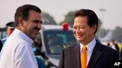 Thủ tướng Nguyễn Tấn Dũng được Bộ trưởng Nông nghiệp Ấn Độ Sanjeev Balyan đón tại phi trường New Delhi, Ấn Độ ngày 27/10/2014. Ấn Độ luôn coi Việt Nam là đối tác quan trọng nhất trong chính sách Hướng đông.