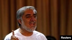 阿富汗总统候选人阿卜杜拉7月6日在记者会上发言