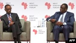 """Les présidents sénégalais Macky Sall et rwandais Paul Kagame à l'ouverture du """"Next Einstein Forum"""" à Dakar, 8 mars 2016."""