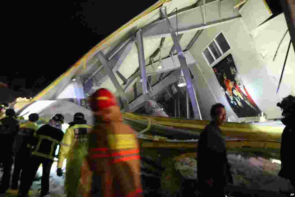 17일 경주 마리나 오션 리조트에서 대학생 신입생 환영행사 도중 건물 지붕이 무너져 내리는 사고가 발생했다.