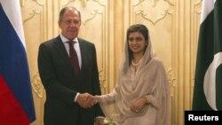 Ngoại trưởng Pakistan Hina Rabbani Khar (phải) và Ngoại trưởng Nga Sergei Lavrov
