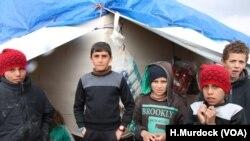 Çend zarok li Kamp al-Hol li Sûriyê