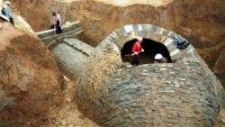 کاوش باستانشناسان در یک مقبره خشتی ۱۷۰۰ ساله، اما دزدان پیشتر مقبره را غارت کرده اند