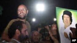 지지자들 앞에 모습을 들어낸 가다피 아들 세이프 알-이슬람 가다피