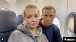 Алексей Навальный с супругой перед вылетом в Москву. Берлин, Германия. 17 января 2021 г.